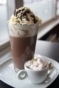 Café cremoso com mashmallows