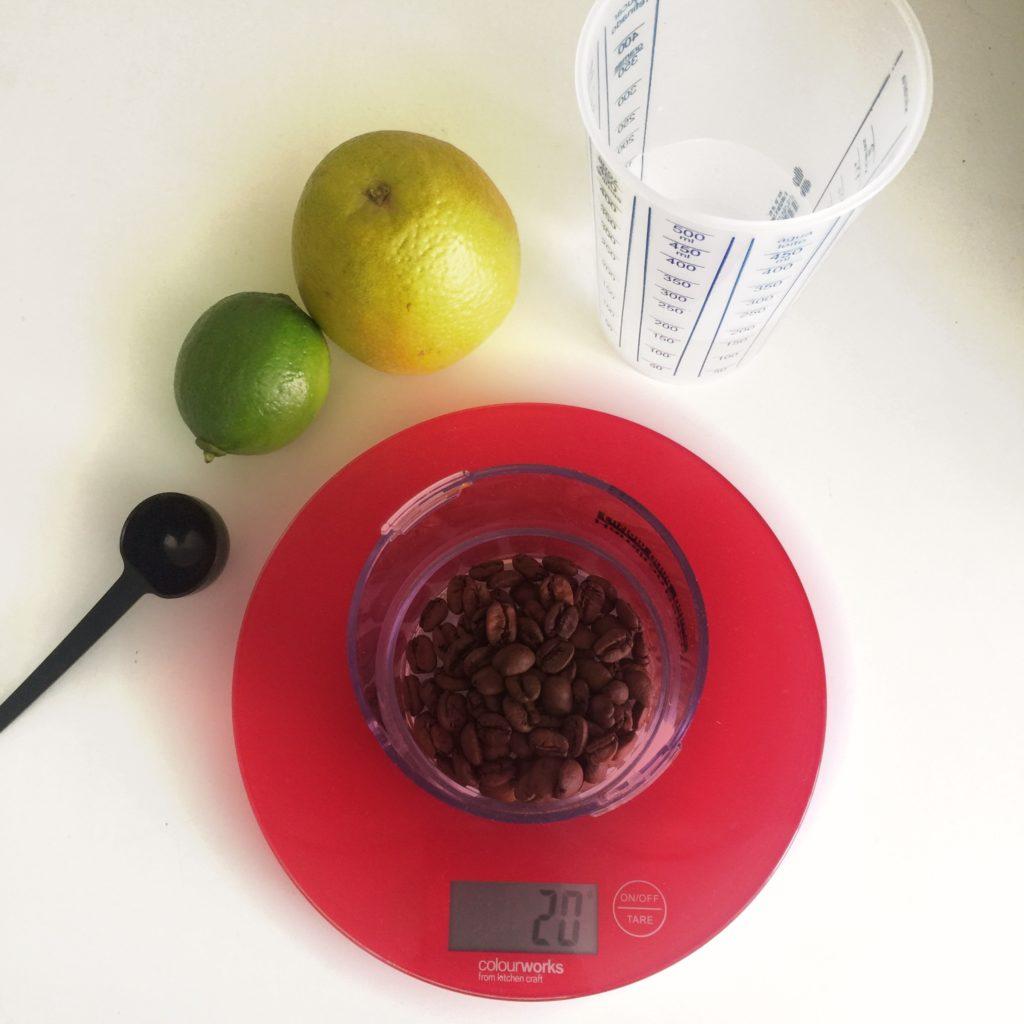 Ingredientes do café gelado com frutas cítricas
